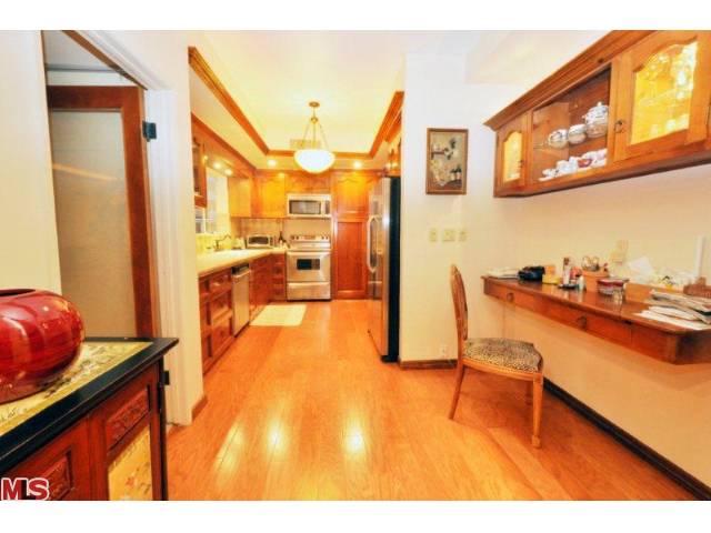 838 Kitchen.jpg