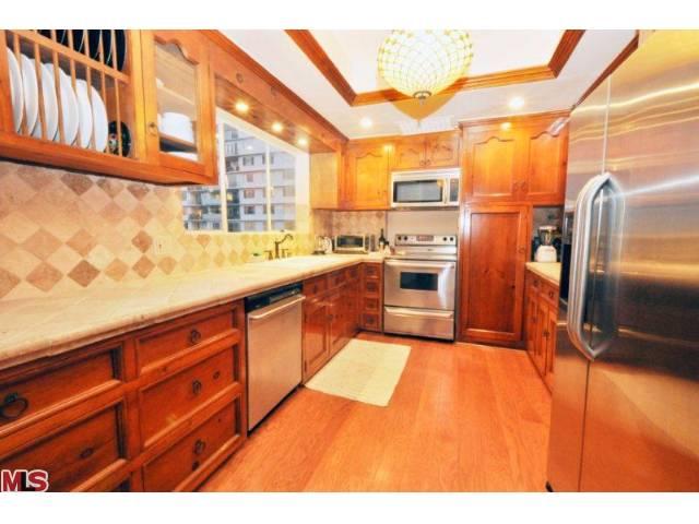 838 Kitchen 2.jpg