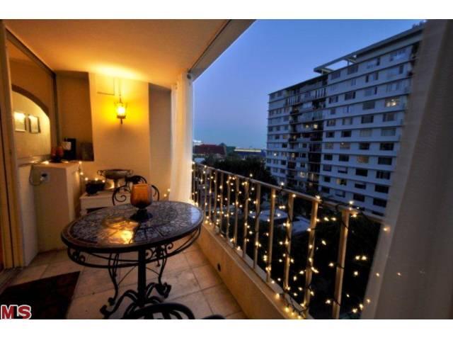 838 balcony_com.jpg