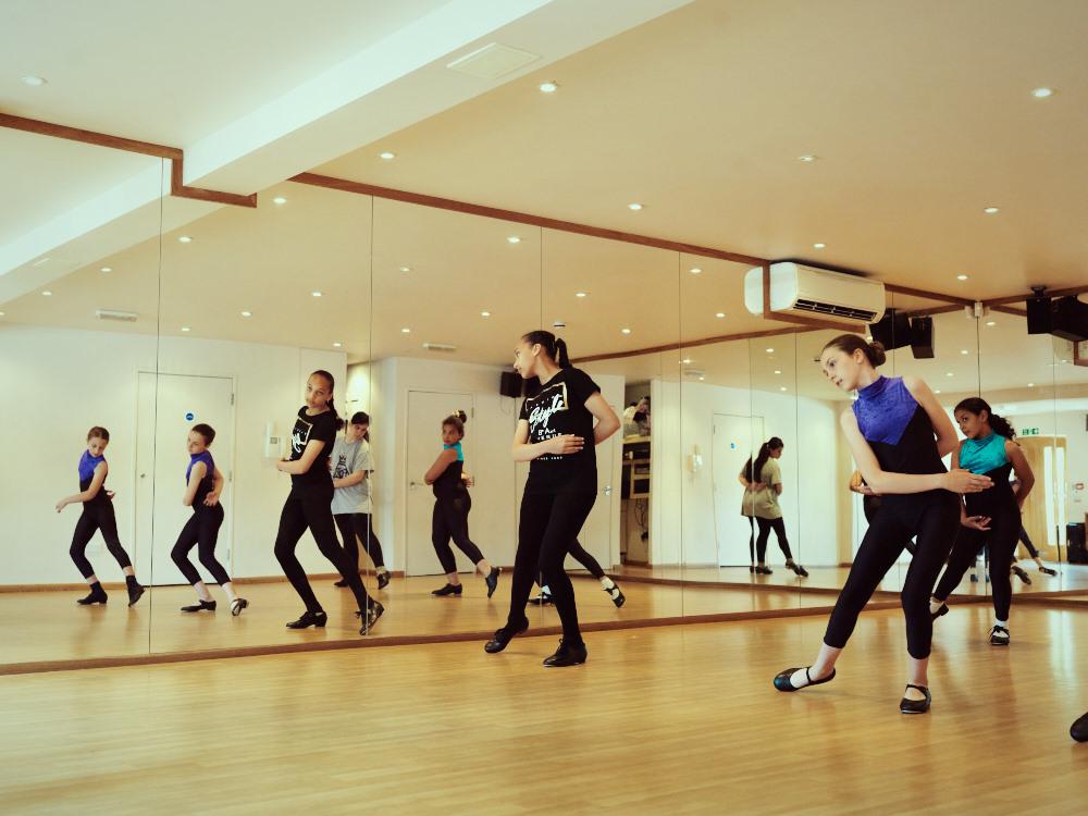 Abs_Dance_0270.jpg