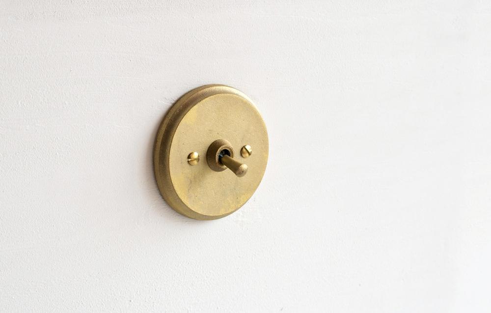 Matureware_Brass_Nalata_A_Closer_Look_Circle_Sitwchplate.jpg