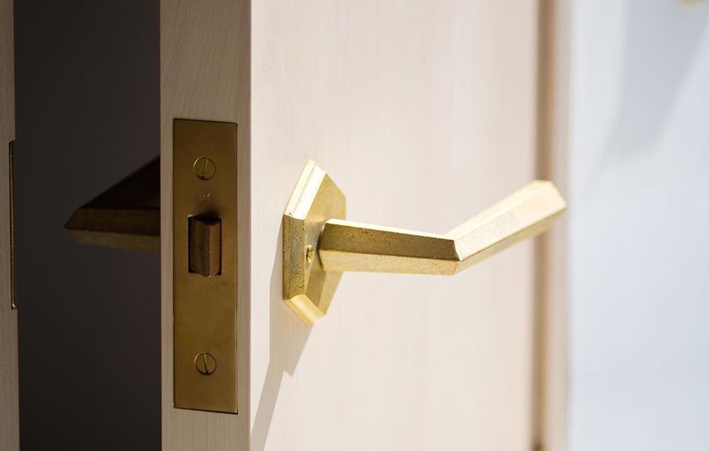 Matureware_Brass_Nalata_A_Closer_Look_Door_Lever_Handle_1.jpg