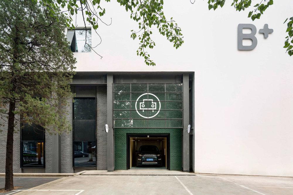 the-garage-neri-hu-beijing-cafe-industrial-car-workshop-cafe_dezeen_2364_col_0.jpg
