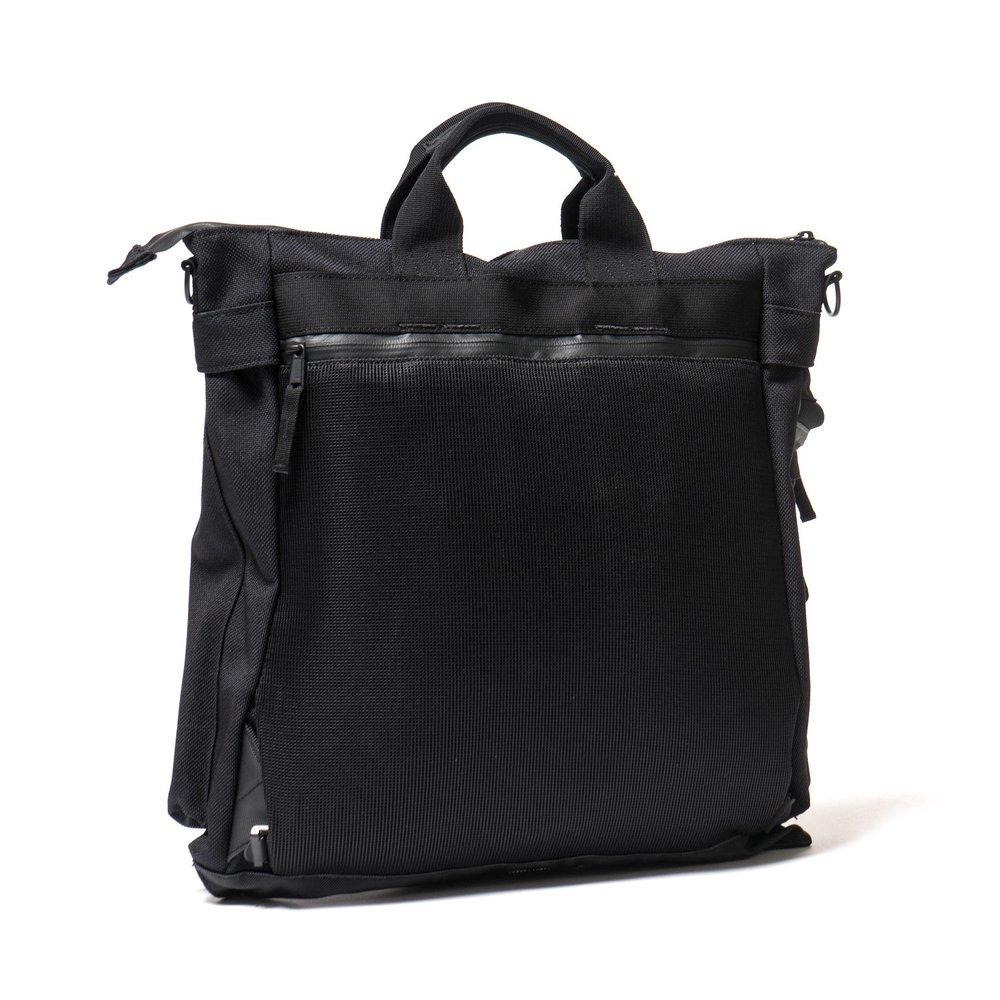 Stone-Island-Nylon-Panama-Helmut-Bag-BLACK-3.jpg