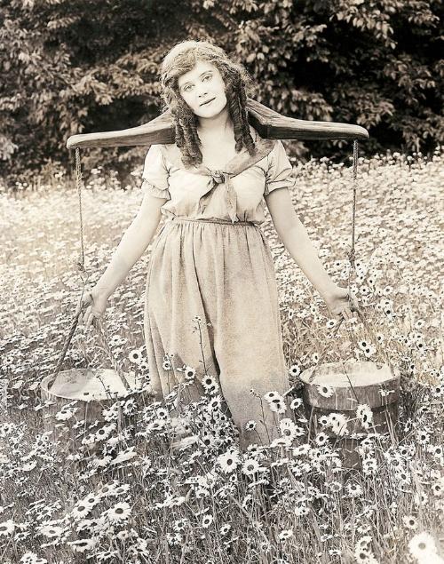 Theda Bara in Kathleen Mavaurneen