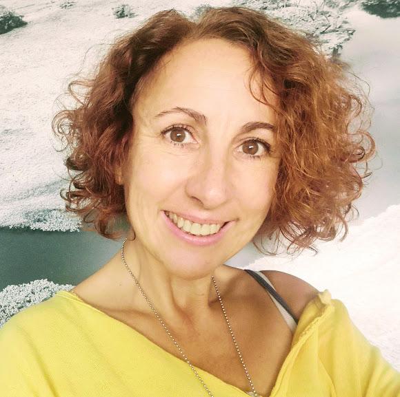 - Fania Molina, Arteterapeuta, creadora de Bioterapia-sensocreativa que comprende un sincretismo de yoga, danza, y creatividad.Presidenta de la Asociación Cultural La Reposada, espacio Holístico para el Bienestar