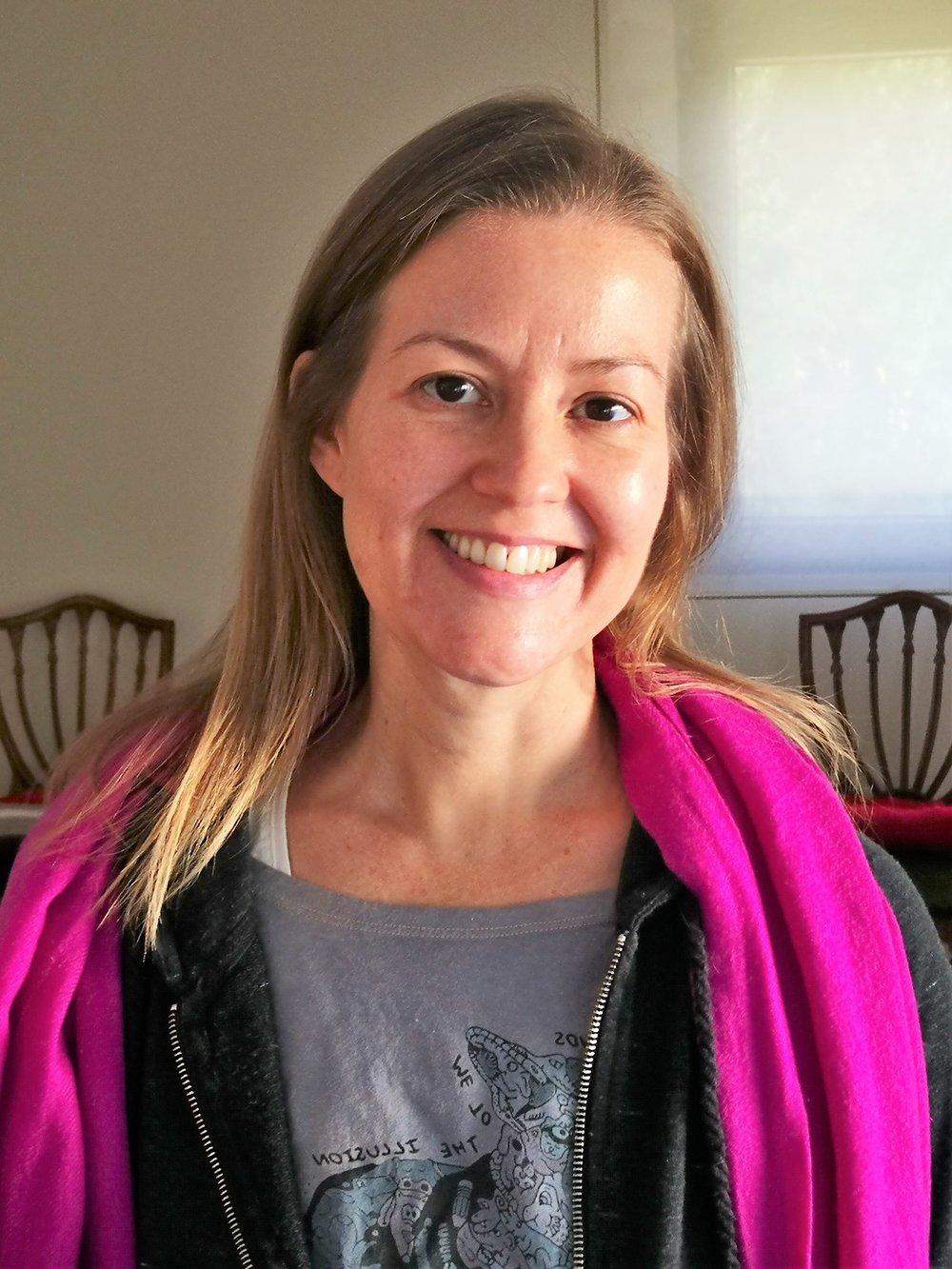 - Amanda Bradley, Terapeuta certificada para drenaje linfático con XP2 y experta en fitoterapia.Vicepresidenta de la Asociación Cultural La Reposada, espacio Holístico para el Bienestar