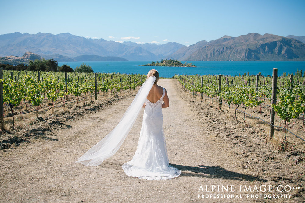 Stunning bridal inspiration | Rippon Vineyard Wedding | Wanaka Wedding make-up | www.roadtobeauty.co.nz