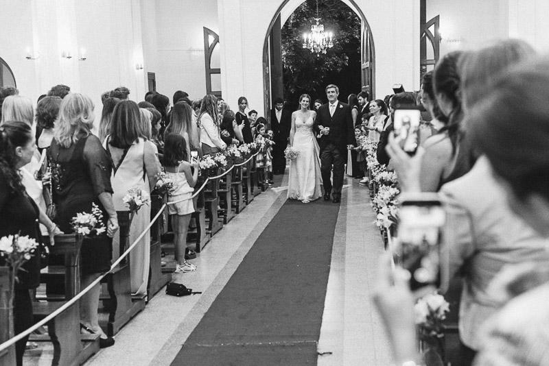 ingresa la novia a la iglesia