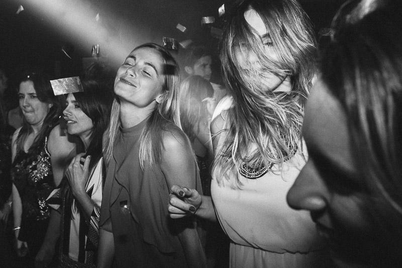amigas bailando