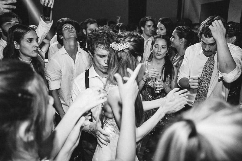 novios bailando