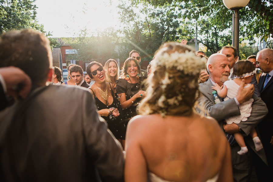 amigas de la novia festejando el casamiento