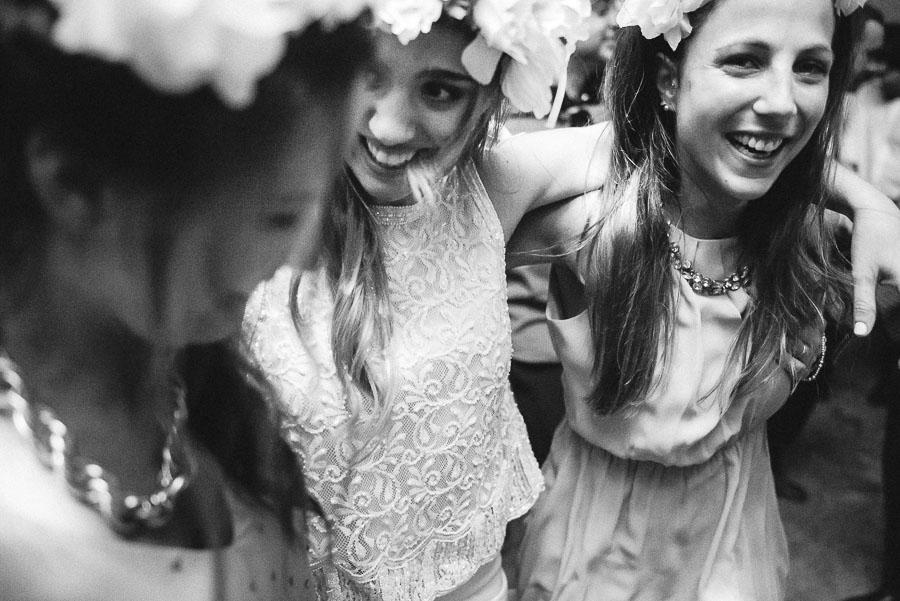 amigas de la novia abrazadas