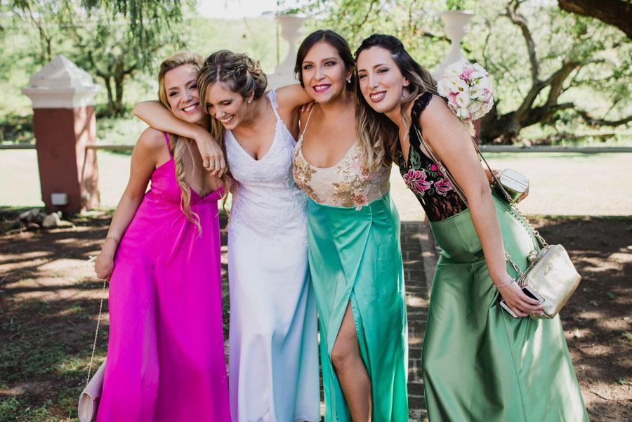 retrato de la novia con sus amigas