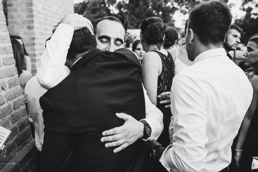 abrazo de Nacho con amigos