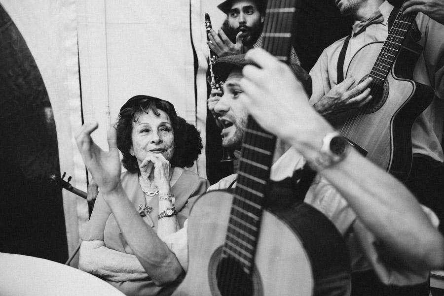 cuarteto del amor haciendo serenatas