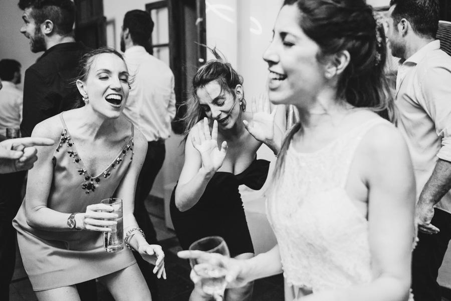 amigas de Emilia festejando