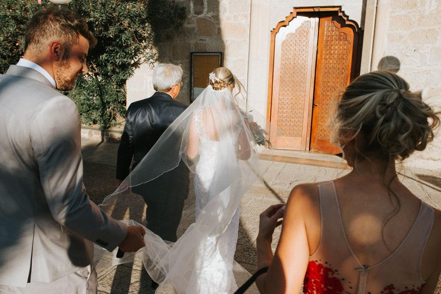 Ingresa la novia  a la capilla