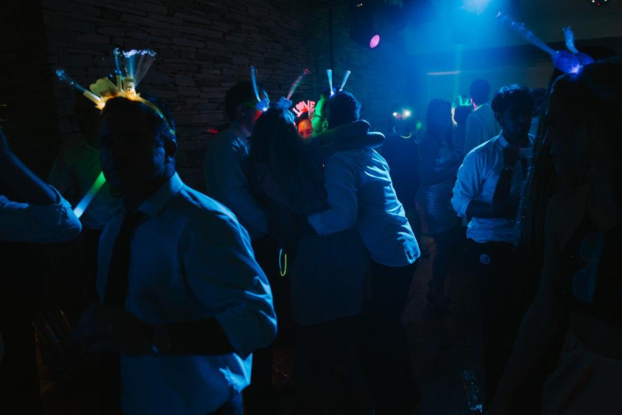 Imagen de novios bailando