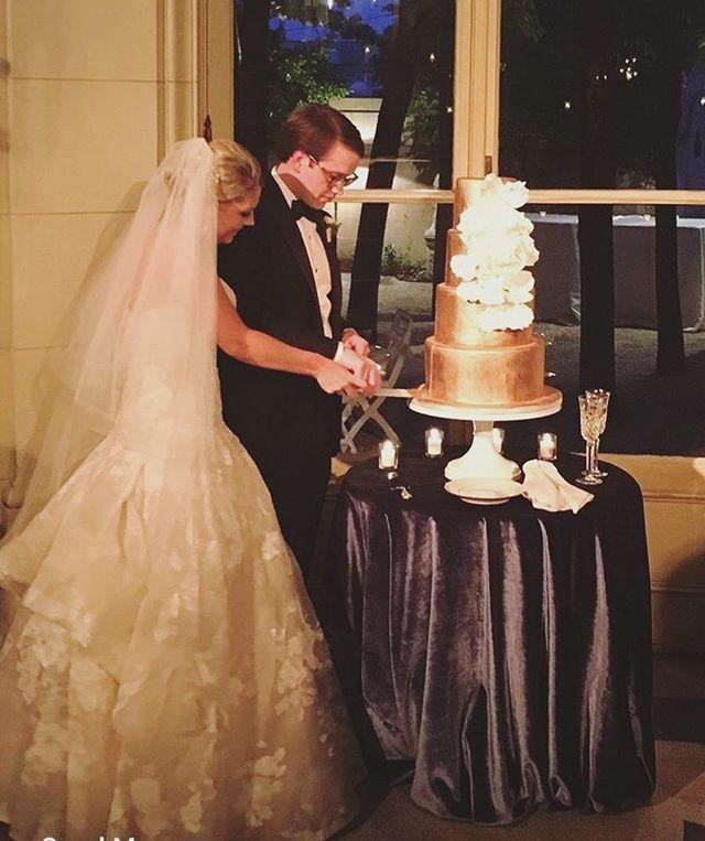 I ♥️♥️♥️ cake cutting!