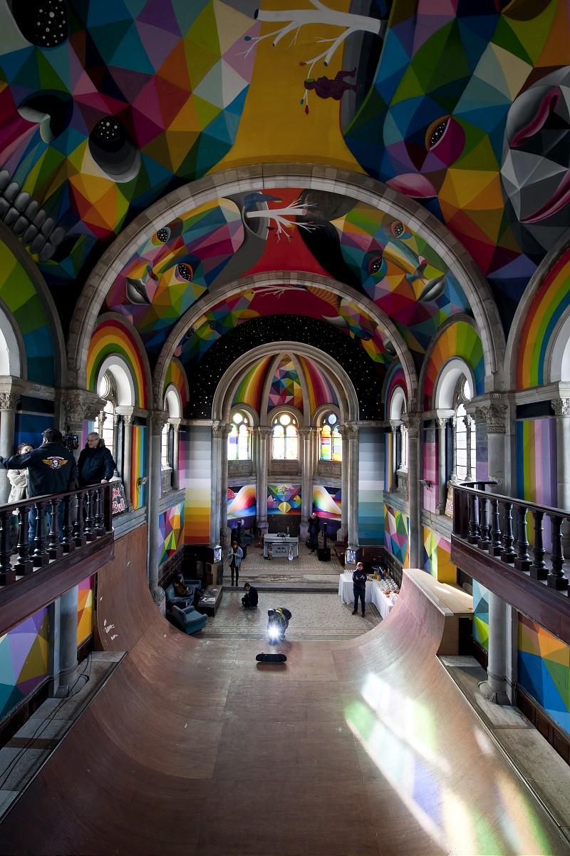 """""""Kaos Temple"""" la chiesa spagnola trasformata da Okuda in una pista per lo skateboard"""