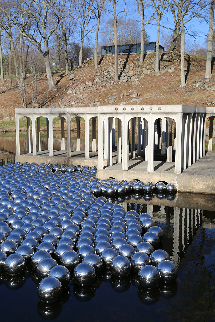 narcissus-garden-installazione-yayoi-kusama-the glass-house.jpg