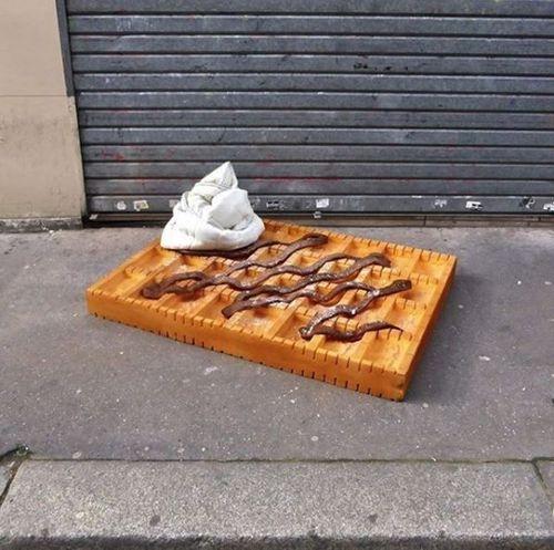 Lor-K, l'artista che trasforma i vecchi materassi in street-food