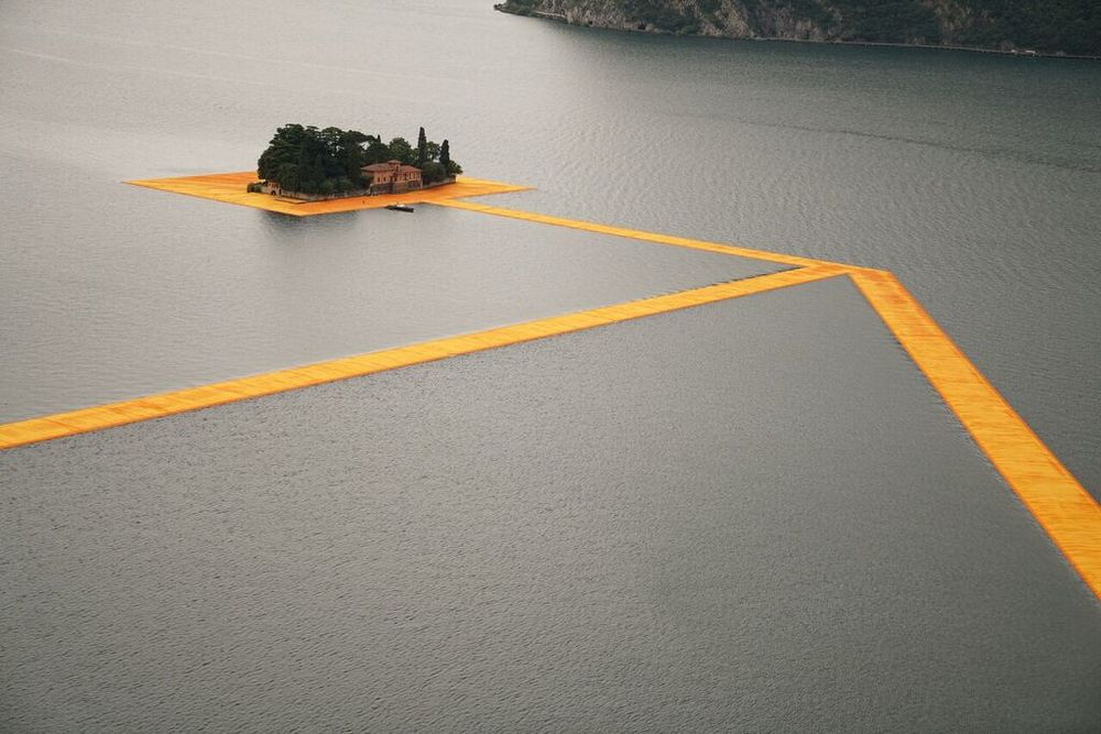 christo-the-floating-piers-04.jpg