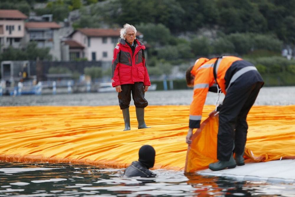 christo-the-floating-piers-10.jpg