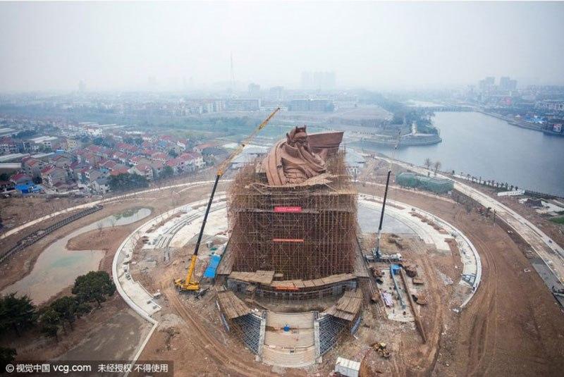 han-meilin-enorme-statua-guan-yu-cina.jpg