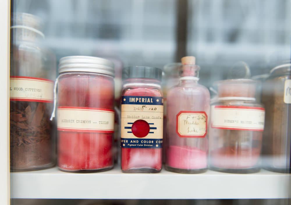 Alcuni toni di rosso della Collezione Forbes dello Straus Center del Museo d'arte di Harvard. Photo © Peter Vanderwarker