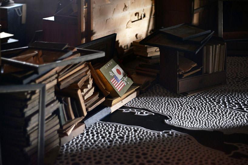 """Gli oggetti in """"the floating garden"""" per la Triennale di Setouchisembrano abbandonati"""