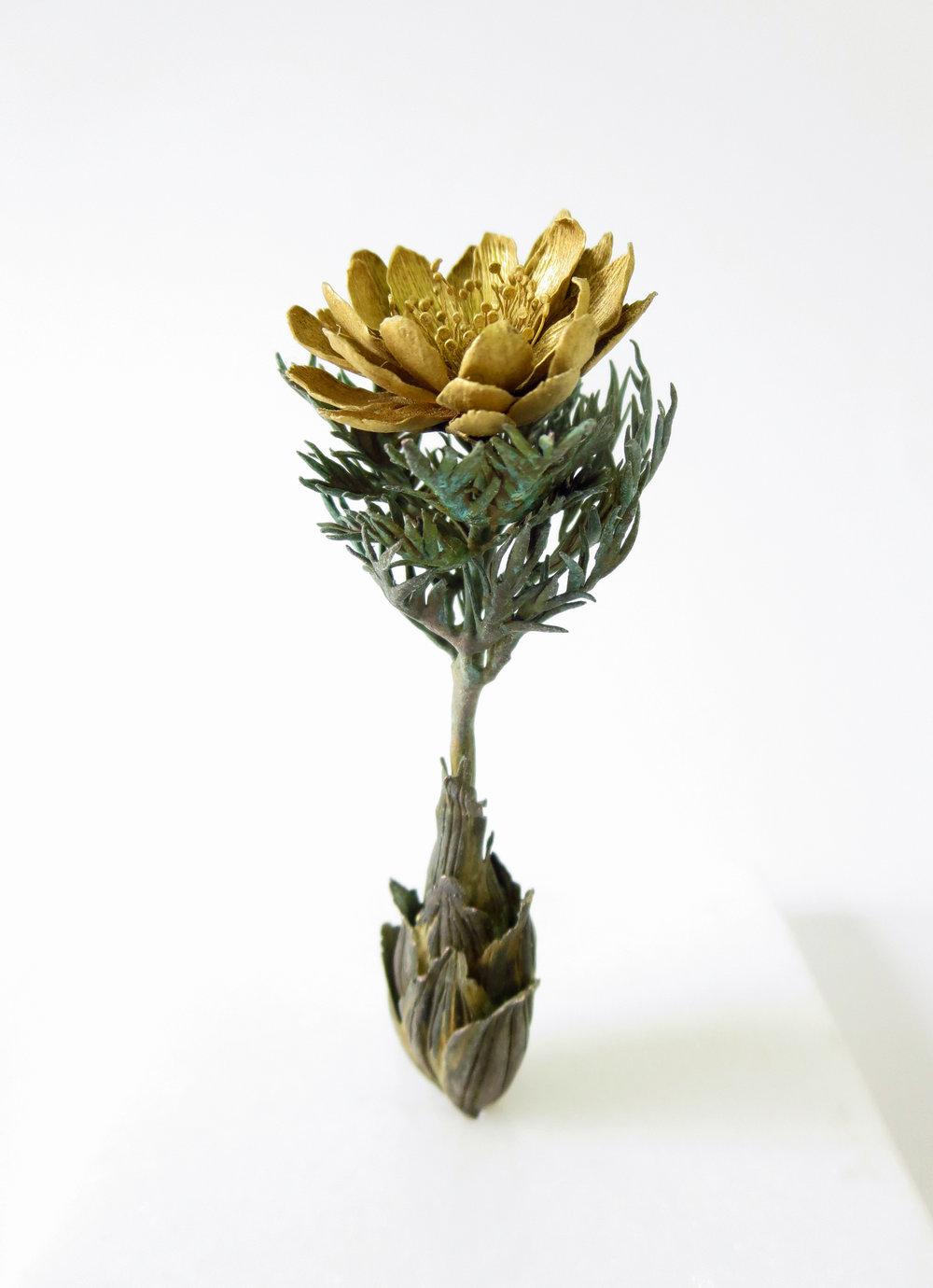 """Shota Suzuki, """"Monarda"""", scultura in metallo colorata con il metallo"""