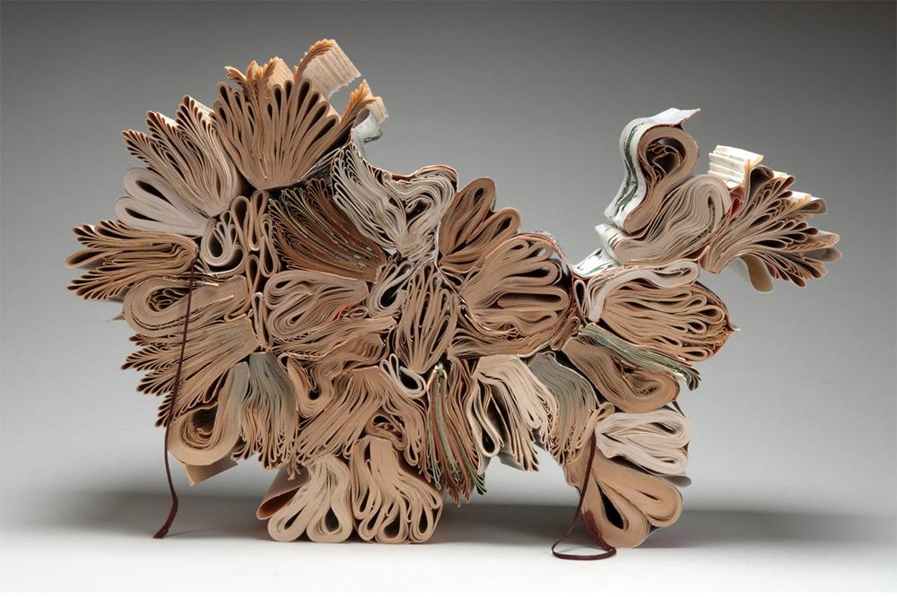 jacqueline Rush Lee, sculture di carta fatte con libri vintage