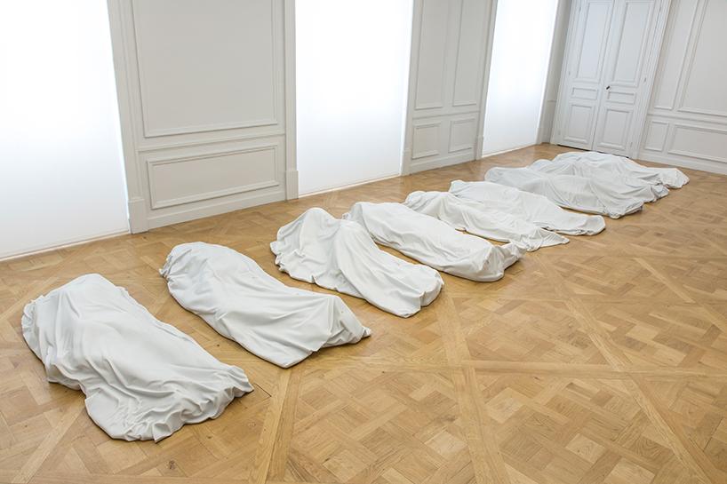 Maurizio Cattelan: all, 2007 | nove sculture in marmo di carrara