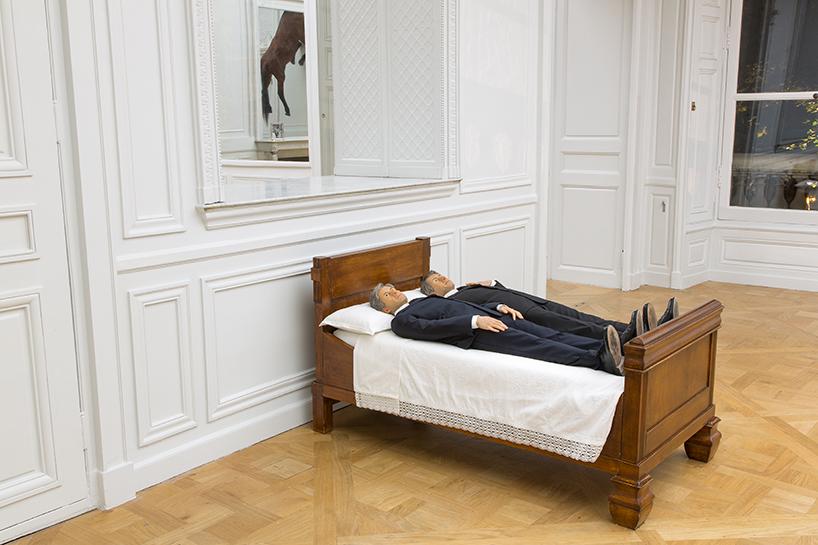 Maurizio Cattelan: we, 2010 | resina di poliestere, poliuretano, pittura, capelli umani, abiti, legno