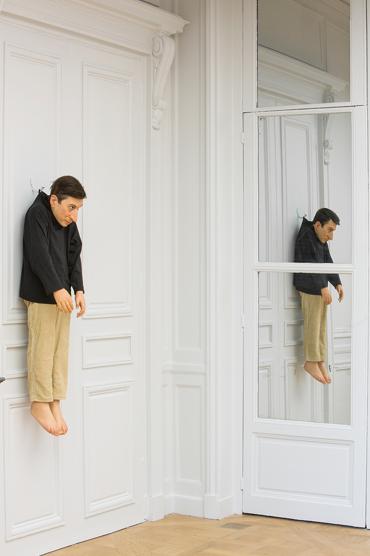 Maurizio Cattelan: untitled, 2000 | resina di poliestere, cera, pigmenti, capelli naturali, abiti