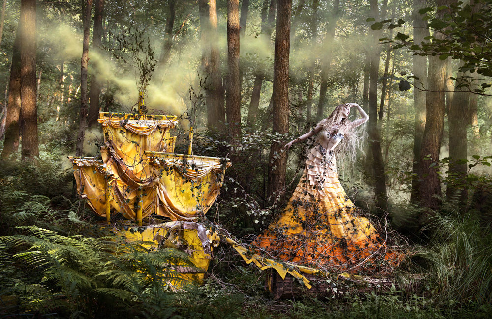 "kirsty mitchell, wonderland series, foto: ""shell wait for you In the shadows of summer"""