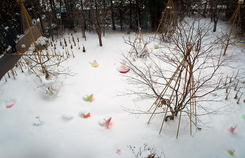 """Toshihiko Shibuya, installazione """"Snow Pallet 9"""", vista dall'alto del parco di Sapporo"""