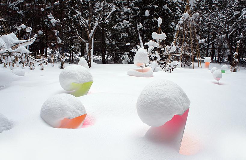 """Toshihiko Shibuya, installazione """"Snow Pallet 9"""", l'installazione si modifica a seconda della quantità di neve"""