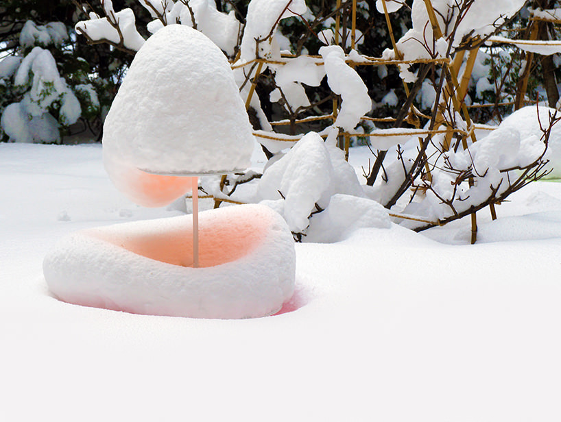 """Toshihiko Shibuya, installazione """"Snow Pallet 9"""", la forma delle sculture, i colori e persino la neve danno l'impressione che si tratti di dolci colorati"""