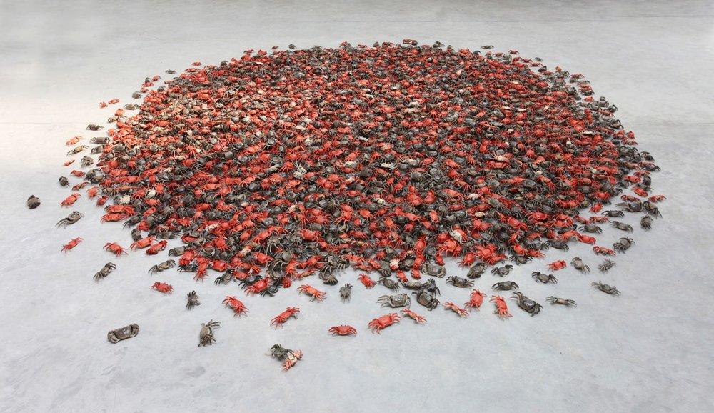 "ai weiwei, ""he xie"", 2011, installazione in porcellana, courtesy ai weiwei studio"