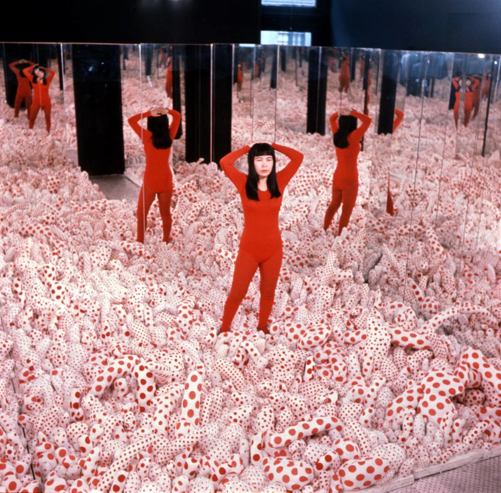 Yayoi Kusama   Infinity Mirror Room—Phalli's Field ,1965, in Floor Show, Castellane Gallery, New York, 1965 (Sewn stuffed cotton fabric, board, and mirrors) Courtesy of Ota Fine Arts, Tokyo/Singapore;Victoria Miro, London; David Zwirner, New York. © Yayoi Kusama Photo: Eikoh Hosoe