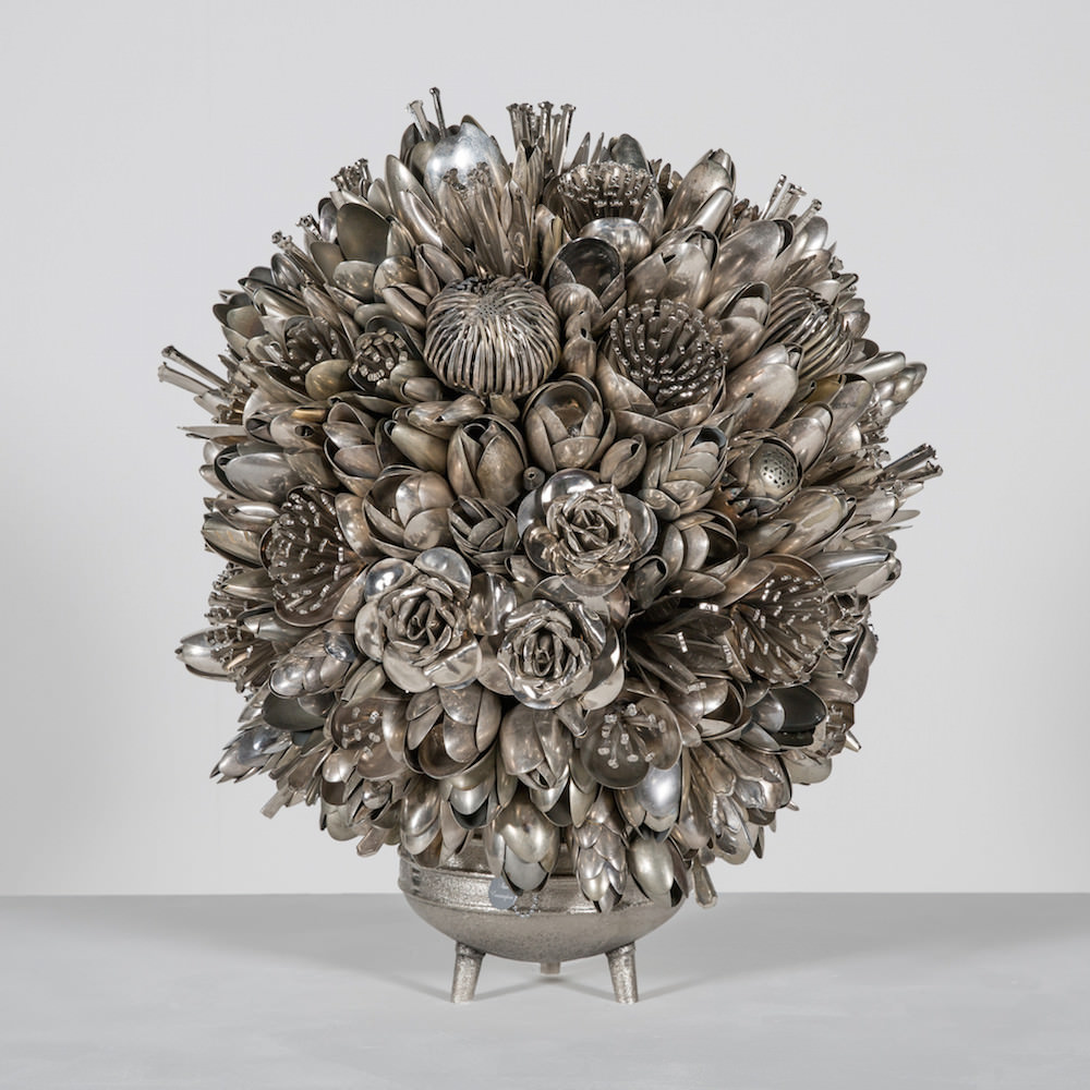 "Ann Carrington, scultura, serie ""Bouquets and butterflies"""