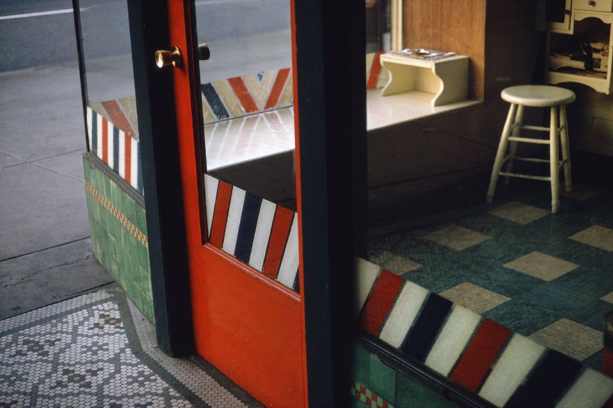 Empty Barber Shop, 1966 – © Fred Herzog