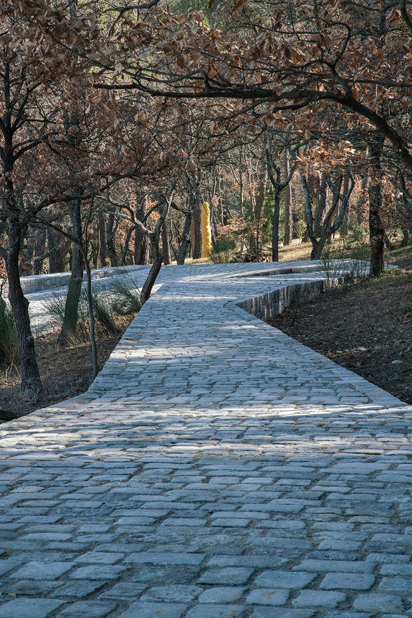ai-weiwei-ruyi-path-02