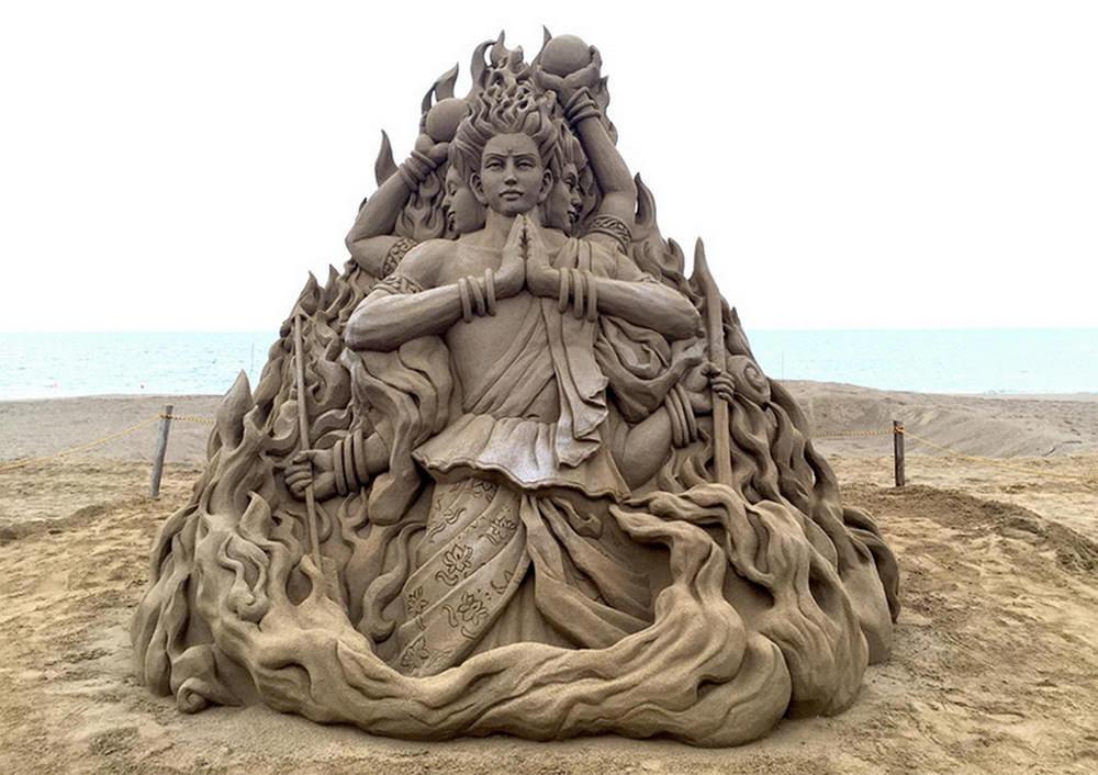 toshihiko-hosaka-scultura-di-sabbia-01
