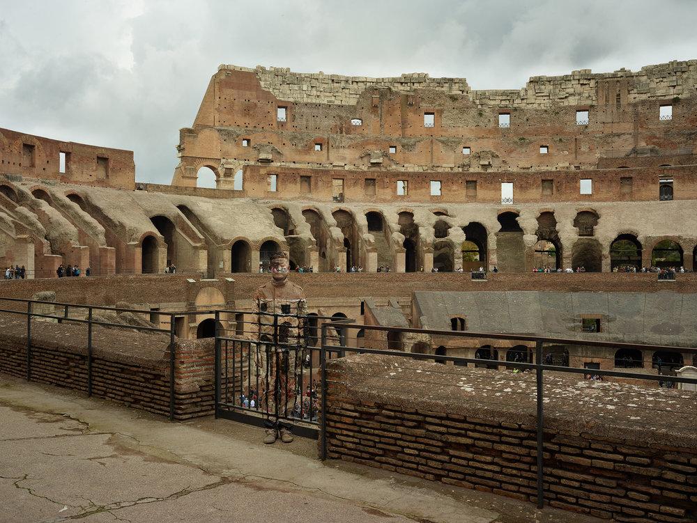 Liu Bolin, Colosseo n°1, Roma, 2017, Courtesy Boxart, Verona