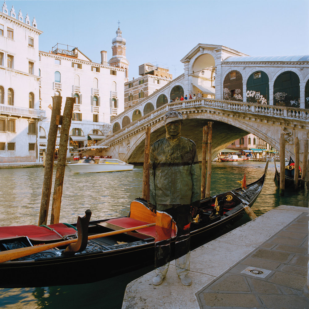 Liu Bolin, Canal Grande, Ponte di Rialto, Courtesy Boxart Verona
