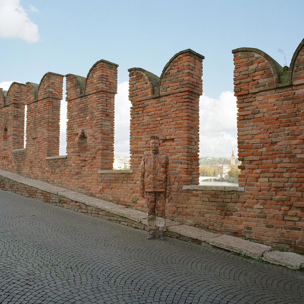 Liu Bolin, Ponte di Castelvecchio, Courtesy Boxart Verona